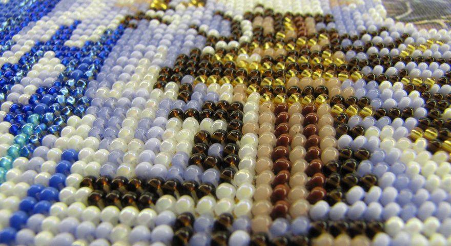 Рукоделие набор для вышивания бисером.
