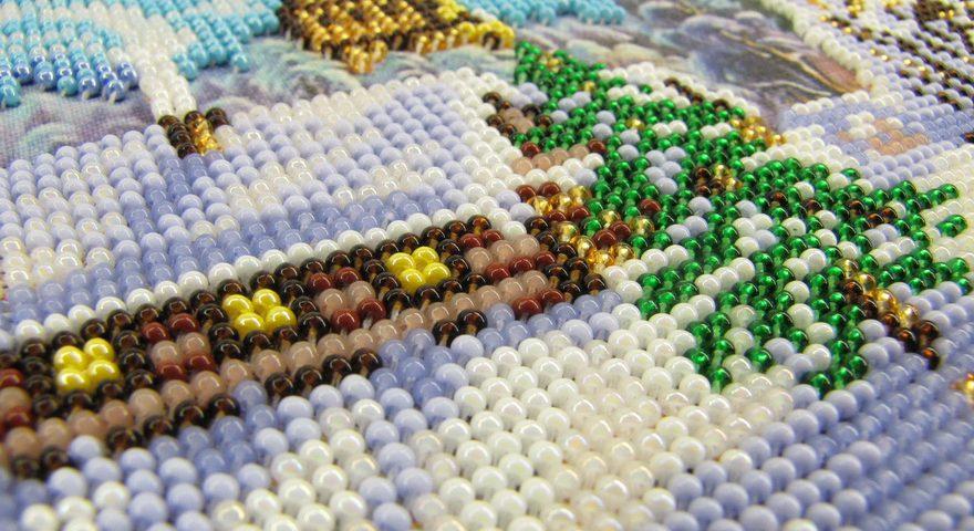 Купить наборы для вышивания бисером в Москве.